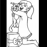 Imagen de Niña abrazando su regalo de navidad